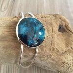 bracelet-manchette-cabochon-25X25mm-rond-argenté-peinture-bleue